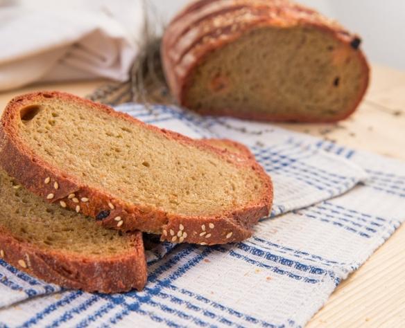Pâine din făină de grâu dur cu maia, sfeclă roșie și stafide