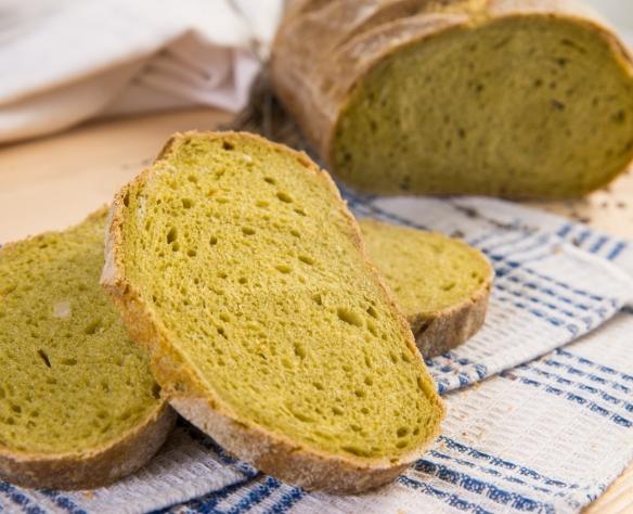 Pâine din făină de grâu dur cu maia, spanac, țelină și alune